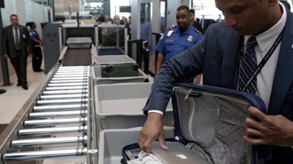 Petugas Bandara Yang Bekerja Dihari Libur Dapat Bonus 500 Dolar AS