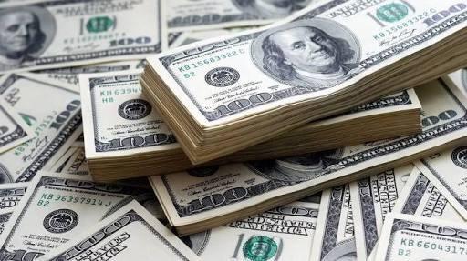 Dolar Menguat Sedangkan  Euro  Melemah