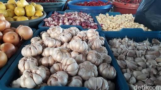 Stok Berkurang, Harga Bawang Putih Di Pasar Tradisional  Naik